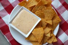 Kaasdip - Another! Dutch Recipes, Dip Recipes, Cheddar, Nachos, Pesto Dip, Wine And Cheese Party, Mexican Cooking, Salty Snacks, Wraps