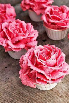 24 Flower Wedding Cupcakes That Look Like Real Flowers ❤ See more: http://www.weddingforward.com/flower-wedding-cupcakes/ #weddings #cakes