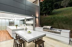 White and gray outdoor kitchen with a refined look