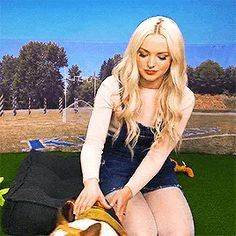 Dove Cameron Dove Pictures, Baby Pictures, Tabata, Oliver Queen Felicity Smoak, Hairspray Live, Dove Cameron Style, Thomas Doherty, Celebrity Updates, Beautiful Film