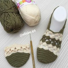 Crochet Boat, Col Crochet, Crochet Baby Dress Pattern, Crochet Slipper Pattern, Crochet Kids Hats, Baby Knitting Patterns, Diy Crochet Slippers, Crochet Sandals, Crochet Slippers