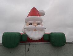 Ilmatäytteinen joulupukki. http://www.stereomeedia.com/fi/ilmataytteiset-mainokset/tuotekopiot/