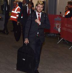 Alberto Moreno Liverpool prichádza na zápas Premier League medzi Liverpool a Manchester United na Anfield 17. októbra 2016 v Liverpoole, v Anglicku.