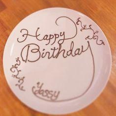Chocolate Drawing, Chocolate Art, Dessert Platter, Birthday Plate, Cafe Menu, Dessert Decoration, Plated Desserts, Catering, Icing