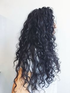58 Chic Curly Hairstyles For Women 2019 - Page 6 of 58 - VimDecor : short curly hairstyles, bob curly hairstyles, long curly hairstyles, curly hair styles naturally Permed Hairstyles, Black Hairstyles, Curly Hairstyles For Long Hair, Curly Long Hair Cuts, Perms For Long Hair, Naturally Curly Hairstyles, Long Curled Hair, Curly Hair Hacks, Curly Wavy Hair