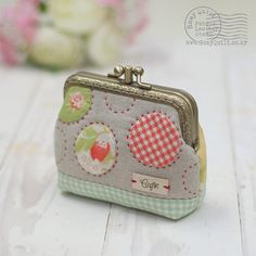 Lovely appliqued and padded purse Coin Bag, Coin Purse Wallet, Mini Purse, Coin Purses, Embroidery Purse, Coin Purse Tutorial, Frame Purse, Sewing Baskets, Quilted Bag