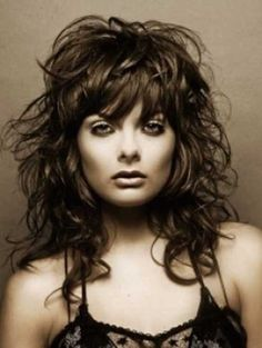 Wavy Hairstyles with Bangs - The decision to add bangs can completely transform a hair style from multiple points of view. Those who have a naturally wavy or curly hair can often h. Messy Curly Hair, Curly Hair With Bangs, Haircuts For Long Hair, Layered Haircuts, Hairstyles With Bangs, Cool Hairstyles, Bangs Hairstyle, Hairstyle Ideas, Short Haircuts