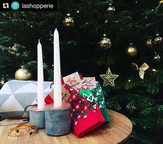 #Repost @lashopperie  Le sapin est prêt  mais il vous manque des cadeaux ? Passez nous voir à la Shopperie  il y a pleins d'idées cadeaux  #BallonetSocks #london #happyholidays #christmassocks #socks #sockgame #redsocks #ballonet #christmastree  #candles