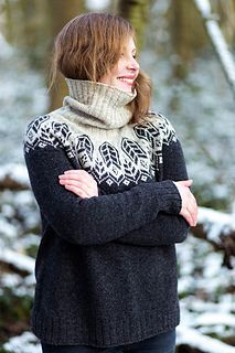 Wild Grass is a modern, seamless, circular yoke pullover with subtle waist shaping, finished with ribbing. The pattern offers neckline finishing in three different styles: short rib, short ribbed collar or rolled up turtleneck cowl. Fair Isle Knitting Patterns, Fair Isle Pattern, Knitting Designs, Knit Patterns, Knit Stranded, Grass Pattern, Nordic Sweater, Icelandic Sweaters, Hand Knitted Sweaters