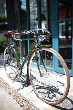 Vintage series~~ Wanna ride this bike in the beautiful morning!