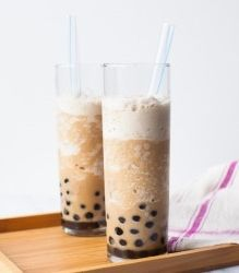 iced coffee smoothie with boba - love this sweet pick-me-up!