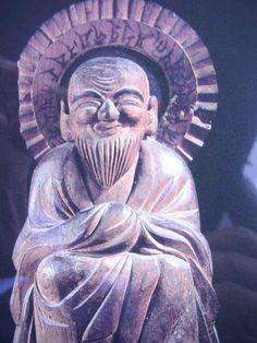 木喰仏:木喰は、江戸時代後期の仏教行者・仏像彫刻家。全国におびただしい数の遺品が残る、「木喰仏」の作者である。日本全国を旅し、訪れた先に一木造の仏像を刻んで奉納した。 Japanese Monk, Asian Art, Buddha, Images, Carving, Sculpture, Statues, Painting, Character