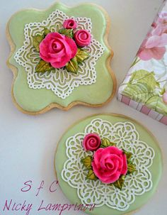Sugar flowers Creations-Nicky Lamprinou:  Roses and lace  Royal icing Cookies
