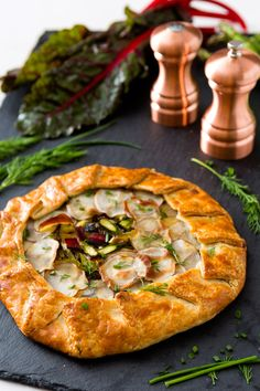 18 Easter dinner ideas that can double-duty as brunch like this Spring Vegetable Galette recipe. 18 Easter dinner ideas that can double-duty as brunch like this Spring Vegetable Galette recipe. Italian Dinner Recipes, Easter Dinner Recipes, Italian Cooking, Easter Brunch Menu, Brunch Dishes, Easter Side Dishes, Main Dishes, Galette Recipe, Vegetable Seasoning