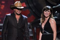 Jason Aldean and Kelly Clarkson Win Single Record of the Year for 'Don't You Wanna Stay' at 2012 ACM Awards