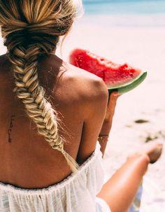 Coiffure de plage cheveux longs