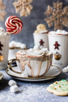 Sugar Cookie Hot Chocolate Christmas in a mug! Sugar Cookie Hot Chocolate Christmas in a mug! Café Chocolate, Hot Chocolate Recipes, Chocolate Flavors, Chocolate Cookies, Chocolate Desserts, Christmas Drinks, Noel Christmas, Christmas Treats, Xmas