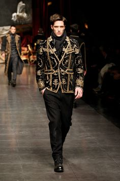 Discover clothes, shoes, bags and accessories by Dolce&Gabbana: the new collection with unique style is online Estilo Fashion, Runway Fashion, Men's Fashion, Ideias Fashion, Fashion Show, Winter Fashion, Fashion Tips, Fashion Design, Trendy Fashion