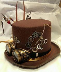 Steampunk braun Wollfilz Hut mit Fasan & Hahn Federn auf der Seite mit 2 x gold Hutnadeln vereint eine Uhr Schlüsselanhänger & Perlen schmücken. Braun & gold Band ist um Zentrum von Hut gebunden, die in Schleife an der Seite mit Aviator Brille auf elastischen hinzugefügt um Zentrum gebunden