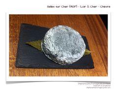 Le Selle sur Cher est un petit fromage à base de lait cru de chèvre, à pâte molle à croute fleurie d'un poids moyen de 150 grammes. Il est caractérisé par sa pâte molle de couleur blanche et ferme, sa croûte, très fine, naturelle bleu foncé cendrée à la poudre de charbon de bois, et sa forme tronconique très plate à bords biseautés, dont le diamètre n'excède pas 9,5 cm. ♡ fromage ♡ cheese ♡ Käse ♡ formatge ♡ 奶酪 ♡ 치즈 ♡ ost ♡ queso ♡ τυρί ♡ formaggio ♡ チーズ ♡ kaas ♡ ser ♡ queijo ♡ сыр ♡ sýr ♡…