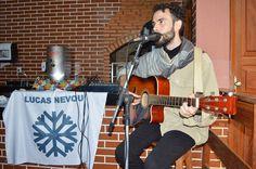 Em breve vídeo e mais fotos do evento! http://ift.tt/1ZeDMaH  Sou só agradecimentos ao pessoal envolvido no Quitanda: obrigado a todos da organização pela boa recepção à Nara Olívia pela parceria de música e de palco e a todos que compareceram!  Foi especial foi cheio de luz!   LUCAS NEVOU  ______________  Foto: Rafael Neves