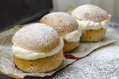 Bun with vanilla cream, is the best - Cake Recipe Without Sugar, Cream Bun, Zucchini Fritters, Cream Cheese Filling, Vanilla Cream, Vegan Recipes Easy, Easy Meals, Bread, Sweet