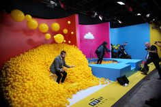 Trade Show Trends from CES 2019 - corporate event decoration Instalation Art, Photo Zone, Exhibition Booth Design, Exhibition Display, Experiential Marketing, Display Design, Design Design, Trade Show Booth Design, Graphic Design