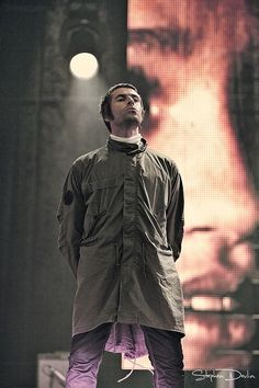 Founded in Pretty Green is Liam Gallagher's straight-talking clothing label which creates quality menswear for men who like to dress sharp. Liam Gallagher Oasis, Noel Gallagher, Liam And Noel, Oasis Band, Mod Look, Britpop, Music Magazines, Skinhead, Military Men