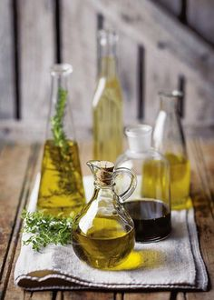 5 mites oor olyfolie #oliveoil Olive Oil, Pantry, Table Decorations, Food, Home Decor, Pantry Room, Butler Pantry, Decoration Home, Room Decor