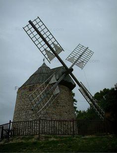 Lautrec: Moulin à vent du village médiéval