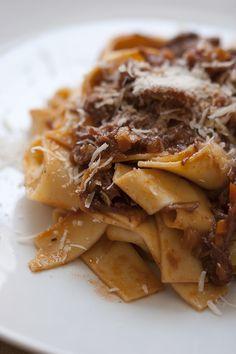 Ragù alla Bolognese (se uno ha davvero fame DEVE passare per l'Emilia o per la Romagna!).