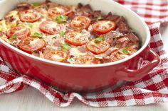 Unser Rezept für Tomatenauflauf gibt es vegetarisch und mit Hackfleisch – Sie entscheiden!