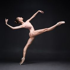 Yoga poses offer numerous benefits to anyone who performs them. There are basic yoga poses and more advanced yoga poses. Here are four advanced yoga poses to get you moving. Dance Photography Poses, Dance Poses, Ballet Art, Ballet Dancers, Dancers Feet, Ballerinas, Bolshoi Ballet, Ballet Pictures, Dance Pictures
