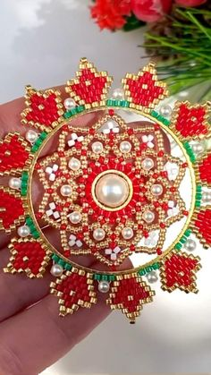 Beaded Ornament Covers, Beaded Ornaments, Diy Christmas Ornaments, Diy Christmas Gifts, Christmas Balls, Fun Diy Crafts, Bead Crafts, Beaded Christmas Decorations, Baubles And Beads