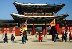 Gyeongbokgung Palace changing of the guard, Gwanghwamun Seoul, South #Korea #Travel