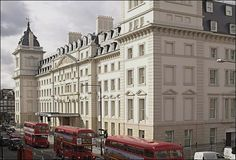 A London Tourist Guide. You Don't Need A Travel Agent To Pick A Great London Hotel. A great hotel turns your vacation into a fantasy. Read on to find out how to find an affordable place Cheap Hotels London, Hotel Specials, Hotel Safe, London Attractions, Door Steps, Great Hotel, Hotel Deals, Westminster, Hotel Reviews