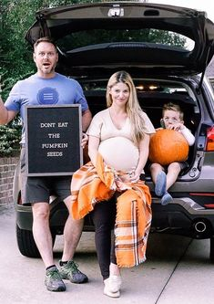 Pumpkin Patch, Festival, Scenic Fall Drives - Fall Bucket List #pumpkin #pumpkindecor #halloween #funny #halloweendecorations #funnymemes #family #familyphotography #pregnancy #pregnancyannouncement #maternity #momlife #moms #momblogger #fall
