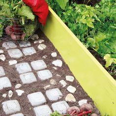 Узорчатая цементная дорожка для сада и участка фото