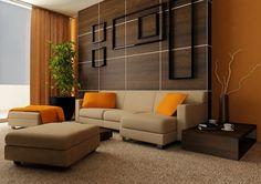 salon élégant avec panneau mural bois comme accent derrière le canapé beige avec coussins orange