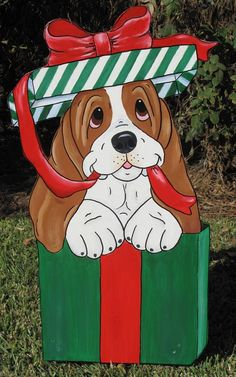 "Basset Hound Yard Art – Holiday Pup in the Box ""Maggie"" - Alles über den Garten Christmas Yard Art, Christmas Yard Decorations, Christmas Wood Crafts, Christmas Animals, Disney Christmas, Christmas Dog, Christmas Vases, Awesome Woodworking Ideas, Woodworking Patterns"