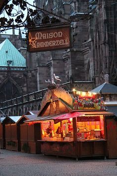 Mulled wine on Christmas market in Strasbourg, France: Vin chaud sur la place de la cathédrale