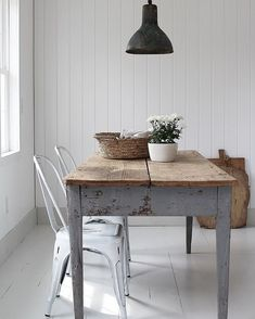 Sunshine in the farmhouse today. the forecast called for rain all day but instead we got a beautiful blue sky and 60 degrees! Simple Interior, Home Interior Design, Table Furniture, Home Furniture, Come Dine With Me, Timber Table, Dark Interiors, Interior Inspiration, Fall Decor