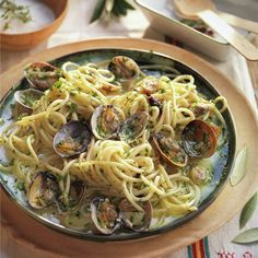 """Spaghetti """"alle vongole"""" with chilli pepper - Chef HELEN LOG Pasta Recipes, Chicken Recipes, Spaghetti Noodles, Best Dinner Recipes, Fish And Seafood, Family Meals, Food To Make, Easy Meals, Chill"""