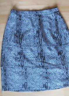 Kupuj mé předměty na #vinted http://www.vinted.cz/damske-obleceni/pouzdrove-sukne/14151113-sukne-s-hadim-vzorem