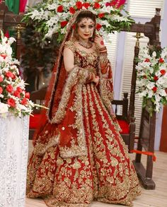 Gold work on red bridal lehenga. A red lehenga with gold work definitely looks best when matched with gold bridal jewellery. Pakistani Wedding Outfits, Indian Bridal Outfits, Indian Bridal Lehenga, Indian Bridal Fashion, Indian Bridal Wear, Indian Dresses, Red Lehenga, Bridal Sarees, Indian Designer Wear