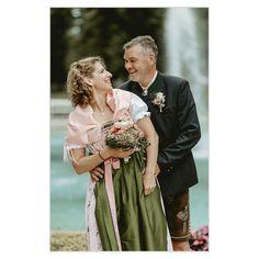 🌹 Ich komme aus dem Schwärmen nicht heraus - sorry.  Diese frohen, glücklichen und liebenden Paare begleiten zu dürfen, das ist schon etwas Besonderes für mich.😃 Auch wenn es aktuell mit der Hochzeitsfotografie kritisch ist und Kunden aufgrund Covid19 / Corona verschieben müssen, freue ich mich tierisch auf die nächsten Hochzeiten, die noch in diesem Jahr stattfinden werden.🎊 Bridesmaid Dresses, Wedding Dresses, Photography, Fashion, Corona, Second Year Anniversary, Wedding Photography, Bridesmade Dresses, Bride Dresses