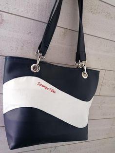 Sac Samba en simili noir et blanc cousu par Isabelle - Patron Sacôtin