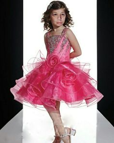 Prom Dresses, Formal Dresses, Sissy Boys, Fashion, Dresses For Formal, Moda, Formal Gowns, Fashion Styles, Formal Dress