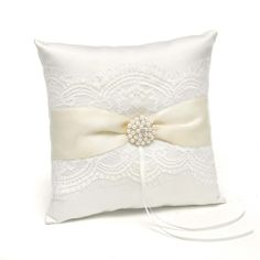 Splendid Elegance Wedding Ring Pillow - https://www.howdivine.com.au/store/product/splendid-elegance-wedding-ring-pillow