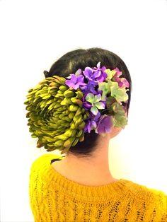 大きなグリーンのマムがとても存在感のある髪飾りのセットです。マムはクリップピンタイプですのでバックなどにも付けていただけます。洋装、和装どちらでも使っていただ...|ハンドメイド、手作り、手仕事品の通販・販売・購入ならCreema。